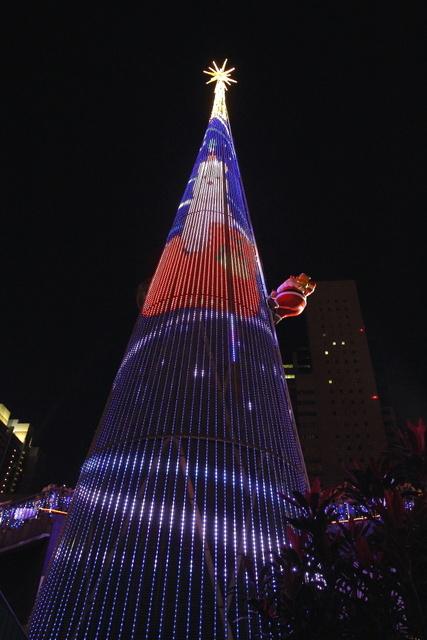 跟著 Mikey 一家去旅行 - 【 新北 】2012 新北歡樂聖誕城