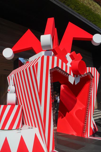 跟著 Mikey 一家去旅行 - 【 台中 】勤美誠品綠園道 - 耶誕馬戲團