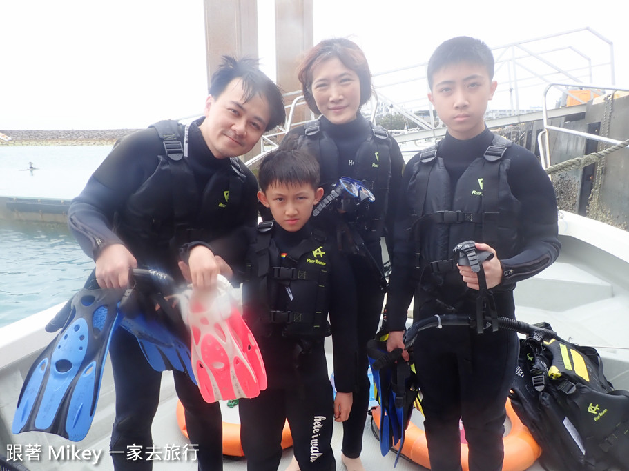 跟著 Mikey 一家去旅行 - 【 沖繩 】青之洞窟浮潛