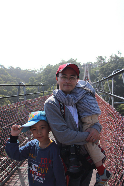 跟著 Mikey 一家去旅行 - 【 南投 】天空之橋