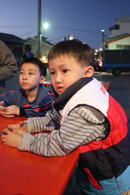 跟著 Mikey 一家去旅行 - 【 後壁 】夜晚的菁寮老街