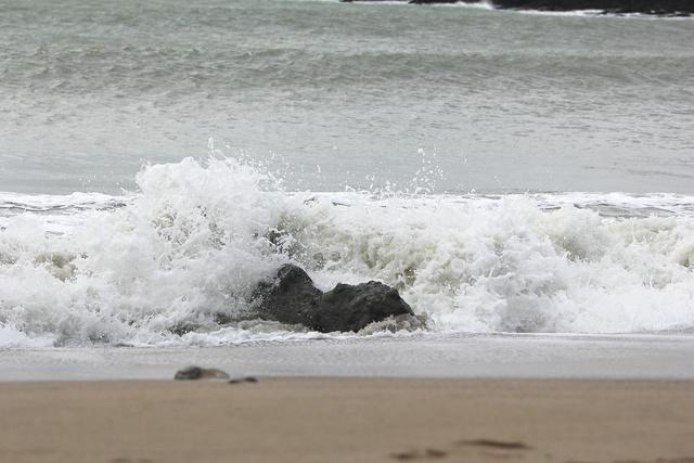 跟著 Mikey 一家去旅行 - 【 墾丁 】小灣沙灘