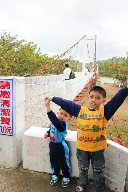 跟著 Mikey 一家去旅行 - 【 墾丁 】龍磐公園 & 風吹沙 & 墾丁港口吊橋