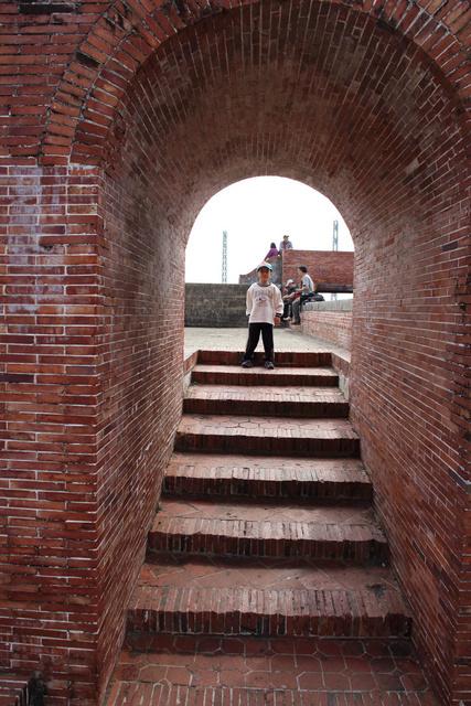 跟著 Mikey 一家去旅行 - 【 旗津 】旗后砲台 & 高雄燈塔