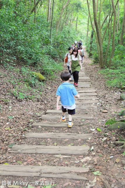 跟著 Mikey 一家去旅行 - 【 三義 】四月雪小徑