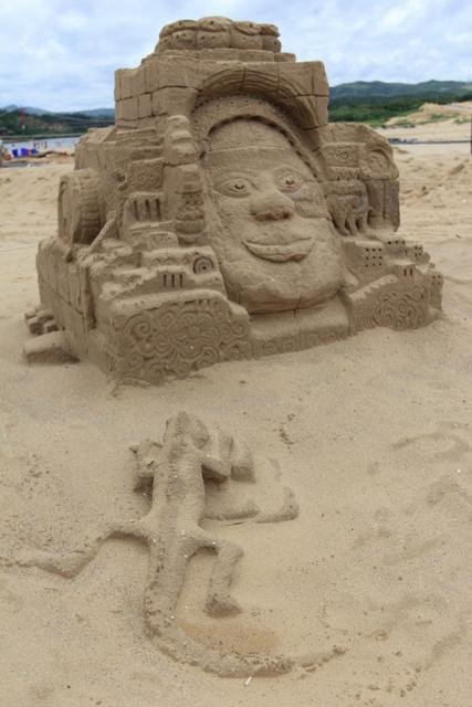 跟著 Mikey 一家去旅行 - 【 福隆 】2014 福隆國際沙雕藝術季 - 國內創作比賽作品區