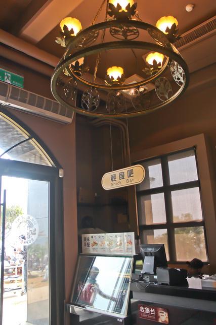 跟著 Mikey 一家去旅行 - 【 頭城 】伯朗城堡咖啡館 ( 頭城店 )