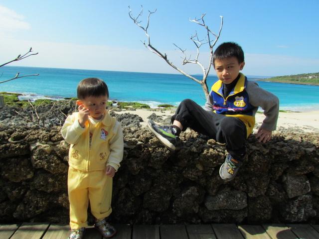 跟著 Mikey 一家去旅行 - 【 墾丁 】貝殼砂島