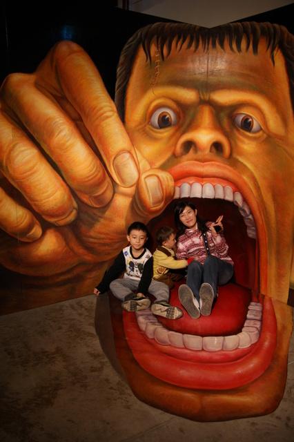 跟著 Mikey 一家去旅行 - 【 高雄 】奇幻不思議日本3D幻視藝術畫展