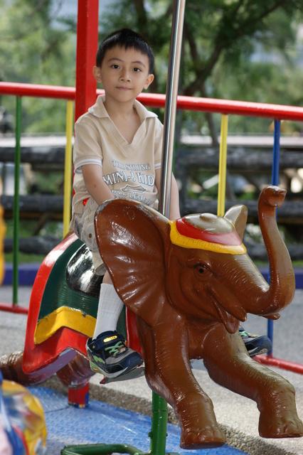 跟著 Mikey 一家去旅行 - 【 仁愛 】泰雅渡假村 - 遊樂設施篇