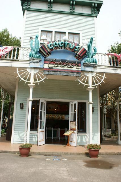 跟著 Mikey 一家去旅行 - 【 關西 】六福村主題遊樂園 - 美國大西部