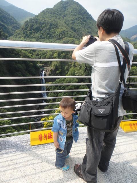 跟著 Mikey 一家去旅行 - 【 復興 】小烏來天空步道