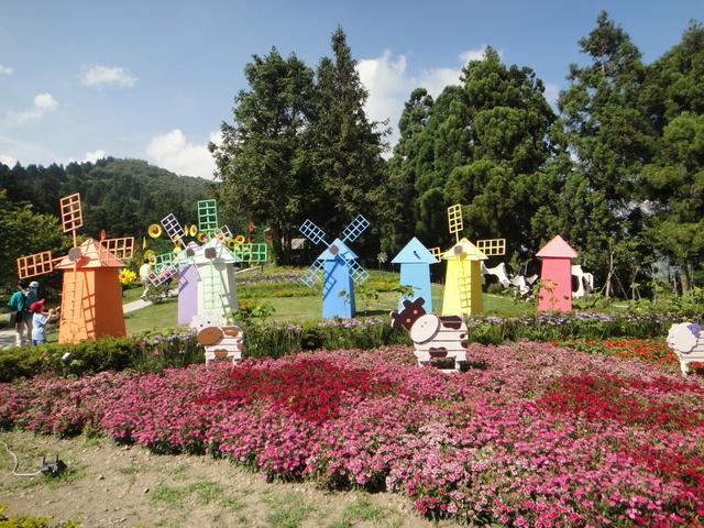 跟著 Mikey 一家去旅行 - 【 仁愛 】小瑞士花園