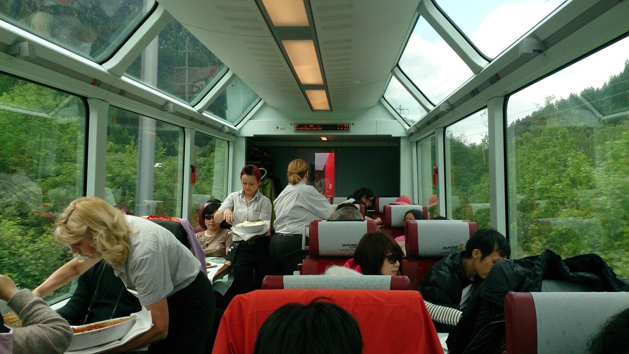 跟著 Mikey 一家去旅行 - 【 好康快報 】瑞士奢華列車之旅