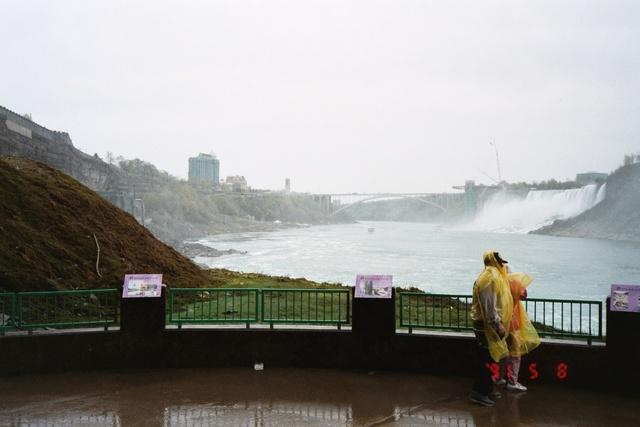 跟著 Mikey 一家去旅行 - 【 加拿大 】尼加拉瓜瀑布