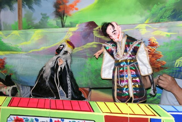 跟著 Mikey 一家去旅行 - 【 宜蘭 】台灣戲劇館