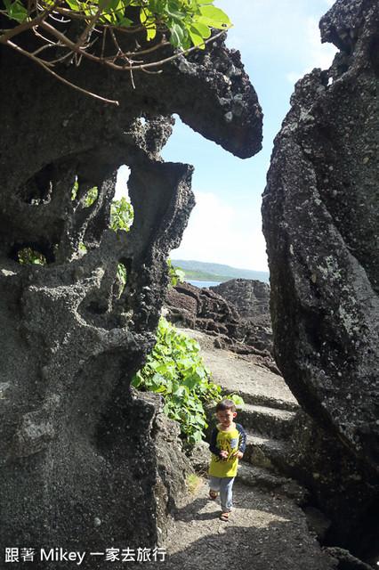 跟著 Mikey 一家去旅行 - 【 恆春 】墾丁情人灘 - 青蛙石篇