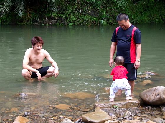 跟著 Mikey 一家去旅行 - 【 坪林 】天山親水農場