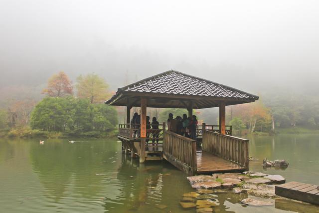 跟著 Mikey 一家去旅行 - 【 大同 】明池國家森林遊樂區 - 水墨明池