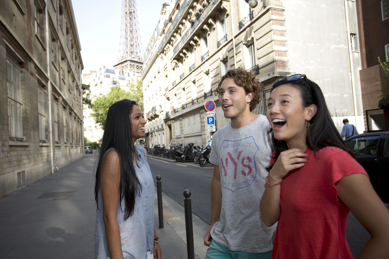 跟著 Mikey 一家去旅行 - 【 好康快報 】Contiki 英語半自助旅遊