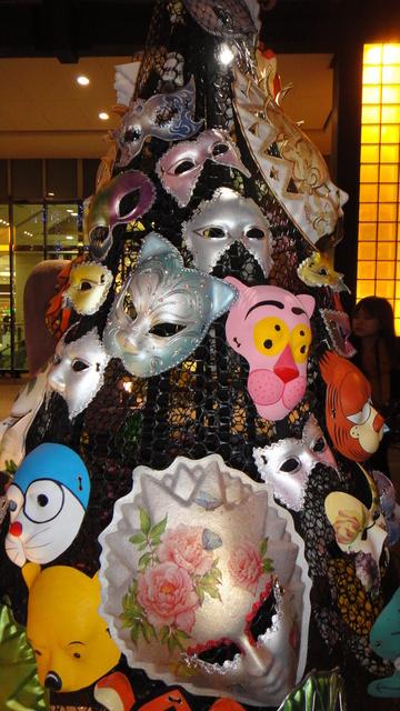 跟著 Mikey 一家去旅行 - 【 台北 】2011 台北聖誕城