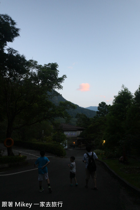 跟著 Mikey 一家去旅行 - 【 尖石 】石上湯屋渡假村 - 環境篇